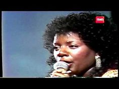 GLORIA GAYNOR - I WILL SURVIVE - FESTIVAL DE VIÑA DEL MAR - YouTube