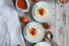 Mini New York Cheesecakes mit Erdbeeren, Heidelbeeren und Müsliboden