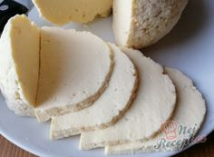1 kg homemade cheese from 2 L milk: also for beginners! Slovak Recipes, Czech Recipes, Desserts For A Crowd, Party Desserts, No Salt Recipes, Sweet Recipes, Easy Cooking, Cooking Recipes, Grilled Desserts