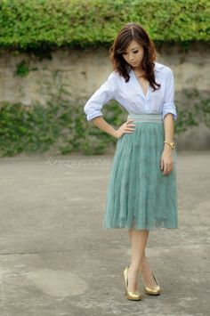 Mint skirt, white top, and gold shoes/belt Modest Outfits, Skirt Outfits, Modest Fashion, Dress Skirt, Dress Up, Moda Popular, Pretty Outfits, Cute Outfits, Classy Outfits