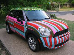 Magda Sayeg is a pioneer of the popular crafty street art known as yarn bombing, a combination of knitting and crochet as removable urban graffiti. Yarn Bombing, Austin Texas, Guerilla Knitting, Street Art, Extreme Knitting, Guerrilla, Art Cars, Textile Art, Knit Crochet