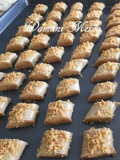 cuisson de ghribia el warqa Algerian Cookies Recipe, My Recipes, Cookie Recipes, Middle East Food, Baklava Recipe, Algerian Recipes, Ramadan Recipes, Biscuit Cookies, Pastry Cake