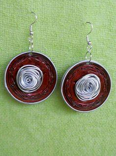 orecchini realizzati con cialde e filo di alluminio