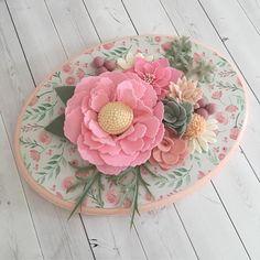 Handmade felt flower oval sign. Perfect for nursery decor! Modge podge paper on Mdf Measures 9x12