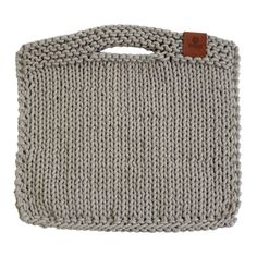 The knitted purse is made of core-spun cotton. Crochet Market Bag, Crochet Tote, Crochet Handbags, Crochet Purses, Diy Crochet, Handmade Handbags, Handmade Bags, Hand Knit Bag, Beige Purses