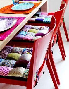 Яркие подушки в интерьере: 40 вдохновляющих примеров