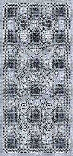 Ce tableau est un motif de broderie Blackwork dans notre série de Blackwork coeur Le design est travaillé en points arrières et a été conçu pour 14 hpi Aida mais les tailles et quantités de fil sont données pour fil différents chefs d'accusation. La région de conception est 4,6 x