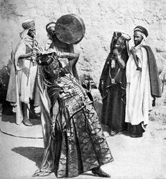 Ouled+Nails+Dancing+Teenage+Girl+c1935.jpg 371×400 pixels