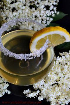 Sirop de soc, fara fierbere | CAIETUL CU RETETE Tea Cafe, Health Snacks, Dental Health, Cold Drinks, Panna Cotta, Ice Cream, Ethnic Recipes, Food, Travel