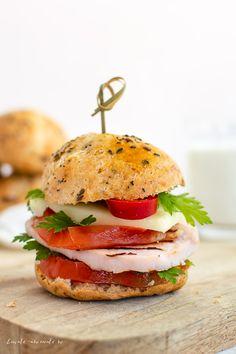 Cea mai rapidă rețetă de chifle Mai, Salmon Burgers, Homemade, Ethnic Recipes, Food, Gourmet, Hoods, Diy Crafts, Meals