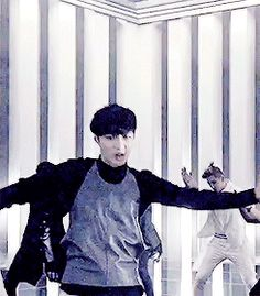 EXO | Beautiful Lay | Overdose (gif)