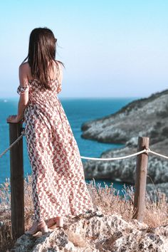 """dress woman standing beside posts with ropes facing the sea """"I must be a mermaid, Rango. I have no fear of depths and a great fear of shallow living. Gown Pictures, Fashion Pictures, Dress Outfits, Fashion Dresses, Space Girl, Dress Stand, Woman Standing, Brown Dress, Photography Women"""