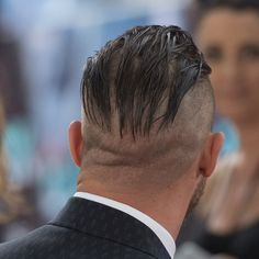 Tom Hardy arriving at the 'Dunkirk' World Premiere at Odeon Leicester Square on July 2017 in London, England Undercut Long Hair, Slicked Back Hair, Undercut Hairstyles, Cool Hairstyles, Undercut Men, Tom Hardy Beard, Tom Hardy Haircut, Tom Hardy Dunkirk, Beard Trend