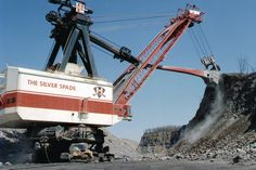 Big Muskie, the largest dragline ever constructed #HCEA #historical #construction #equipment #mining