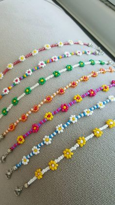 Beaded flower necklace daisy necklaces for women colors Daisy Bracelet, Daisy Necklace, Bracelet Crafts, Seed Bead Necklace, Jewelry Crafts, Handmade Jewelry, Beaded Bracelets, Embroidery Bracelets, Handmade Bracelets