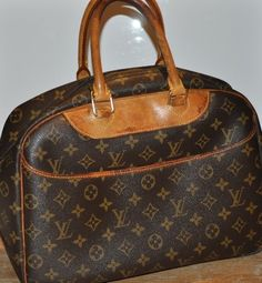 8583fae415b3 Louis Vuitton DEAUVILLE Monogram Canvas Leather Hand Bag