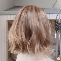 Warm Blonde Balayage hair color Blonde Balayage Short Hair Looks Blonde Hair Looks, Brown Blonde Hair, Short Blonde Balayage Hair, Short Blond Hair, Sandy Blonde Hair, Beige Hair, Honey Balayage, Medium Blonde, Hair Medium