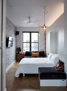 Small Space Living in a SoHo Apartment - appartement Small Apartment Bedrooms, Tiny Apartments, Apartment Living, Living Room, Bedroom Small, Narrow Bedroom Ideas, Long Bedroom Ideas, Long Narrow Bedroom, Studio Apartment Decorating