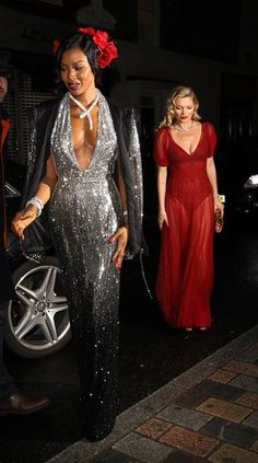 Naomi Campbell & Kate Moss The theme was red, black and white, Havana. Kylie Minogue popped out of a cake. Kate Moss showed her pants. Yep, Mario Testino's birthday bash was quite a to-do. Harlem Nights Attire, Harlem Nights Theme Party, 1920s Party Dresses, Evening Dresses, Mario Testino, Havana Party, Party Fashion, Fashion Outfits, Fashion Art