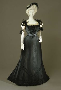 Evening dress ca. 1897 From the Galleria del Costume di Palazzo...