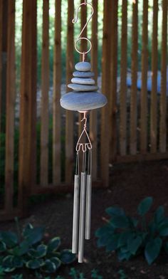 Unique wind chimes and sun catchers handmade in North America from copper, glass, brass, cedar and natural materials. Deco Zen, Deco Nature, Carillons Diy, Copper Hangers, Inside Garden, Diy Wind Chimes, Stainless Steel Wire, Beach Stones, Camping Crafts
