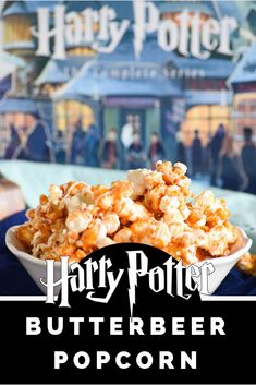 Harry Potter Butterbeer Popcorn: a delicious take on popcorn for every Harry Potter fan! This Harry Potter Butterbeer Popcorn is a snack inspired by our favorite books and the perfect treat for any fan or a Harry Potter movie marathon! Harry Potter Snacks, Harry Potter Theme, Harry Potter Butterbeer, Harry Potter Treats Sweets, Harry Potter Parties, Harry Potter Candy, Expecto Patronum Harry Potter, Harry Potter Marathon, Snack Recipes