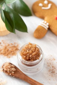 This festive DIY lip scrub smells just like freshly baked gingerbread cookies! Learn how to make an easy gingerbread lip scrub for the holiday season. This homemade exfoliator is perfect moisturizing and exfoliating dry winter lips. Natural ingredients like brown sugar, coconut oil, and honey combine to create a delicious scent and yummy flavour. Plus, it's edible! #lipscrub #alifeadjacent #sugarscrub Sugar Scrub Homemade, Homemade Lip Balm, Sugar Scrub Recipe, Lip Scrubs, Sugar Scrubs, Salt Scrubs, Body Scrubs, Homemade Exfoliator, Diy Cosmetic