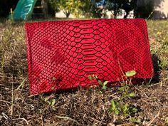 Compangon Complice en simili croco rouge cousu par Maëlle - Patron Sacôtin