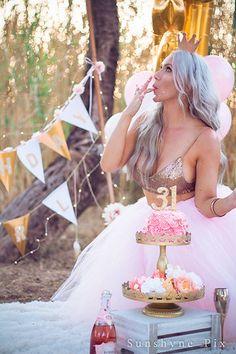 30th Birthday Themes, 30th Birthday Ideas For Women, 40th Bday Ideas, Birthday Goals, Golden Birthday, 30th Birthday Parties, Outside Birthday, Birthday Girl Pictures, Birthday Photos