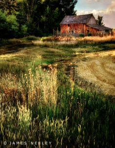 This is a great photo of an old barn located in the Idaho Falls area.