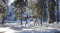 С наступлением зимы! С приходом тихого и белоснежного царства!  Белый снег, пушистый, В воздухе кружится И на землю тихо Падает, ложится.  И под утро снегом Поле забелело, Точно пеленою Всё его одело.  Тёмный лес что шапкой Принакрылся чудной И заснул под нею Крепко, непробудно...  Стали дни коротки, Солнце светит мало, Вот пришли морозцы – И зима настала. (Иван Суриков)  Зима окончательно вошла в свои права, ну а наша гостиница ждет Вас в гости, проведите выходные в теплом кругу друзей и…