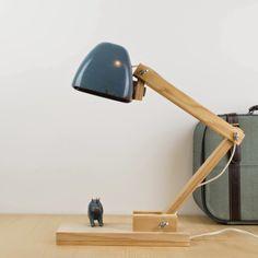 Antic&Chic. Decoración Vintage y Eco Chic: [DIY] Cómo hacer una lámpara de escritorio con un faro de tractor viejo