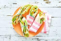 Daar gaan de kids even goed voor zitten... Perzik, kip, komkommer, sla én kaas: een topcombinatie!- Recept - Allerhande