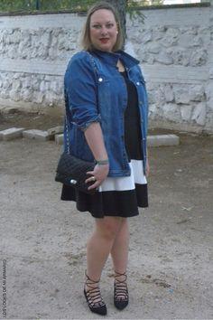 Trendy Curvy LOOK. OUTFIT FALDA RAYAS & DENIM JACKET #jacket #denim #falda #lookconfalda #faldatallagrande @festa #looknegroydenim #lookotoño #lookcasual #tallagrande #casual #outfittallagrande #curvy #plussizecurve #fashionbloggermadrid #bloggercurvy #personalshopper #curvygirl #loslooksdemiarmario #bloggermadrid #outfit #plussizeblogger #fashionblogger #lookotoño #ootd #influencer #trend #trendy #bloggerXL