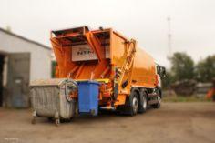 Dwa rodzaje odpadów bez ich zmieszania zbierane jedną śmieciarką NTM KG2B. Lewa strona przeznaczona jest do jednorazowego załadunku pojemników od 110 do 360 litrów lub kontenerów 660 do 1100 a prawa do koszy od 110 do 360 litrów. Dwa urządzenia zasypowe mogą pracować niezależnie a odpady trafiają do odseparowanych od siebie komór. Model NTM KG-2B ma także osobne płyty prasujące w odwłoku i wypychowe w podzielonym na dwie części zbiorniku 70/30 co pozwala na zbiórkę i wyładunek różnych…