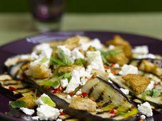 Probieren Sie die leckeren Auberginen mit Schafskäse von EAT SMARTER oder eines unserer anderen gesunden Rezepte!