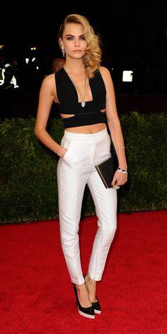 Cara Delevingne : élégante en Black & White au Met Ball 2014 !