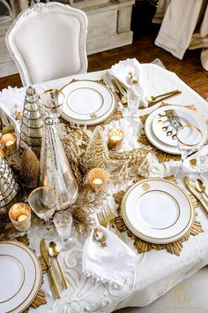 Elegant Gold Christmas Table Scape - tips to set an elegant Christmas table for your family - mercury glass Christmas tree centerpiece Christmas Table Settings, Christmas Tablescapes, Christmas Mantels, Christmas Table Decorations, Holiday Tables, Decoration Table, Christmas Dinning Table Decor, Tree Decorations, Glass Christmas Tree