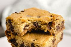 Ready for the ultimate keto dessert? This Keto Cookie Casserole creates unbelievably good keto cookie bars with only net carbs per bar! Keto Chocolate Chip Cookie Recipe, Keto Chocolate Chips, Low Carb Deserts, Low Carb Sweets, Keto Snacks, Snack Recipes, Dessert Recipes, Low Carb Keto, Low Carb Recipes