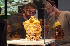 Nick Ervinck: 3-D-Druck aus Leidenschaft Nick Ervinck ist ein Meister des 3-D-Drucks. Im Interview mit Ars Electronica erzählt er, woher er die Inspiration für seine organischen und surrealen Formen nimmt und was ihn am 3-D-Druck so fasziniert.