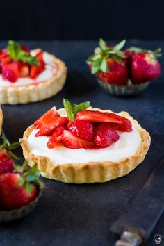 Strawberries And Cream, Cheesecake, Strawberry, Food And Drink, Desserts, Cakes, Cheesecake Cake, Food Cakes, Postres