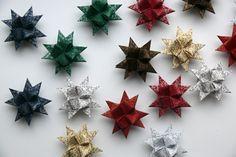 Vánoční+hvězdičky+s+ornamenty+8+ks+Vánoční+papírové+hvězdičky+velikost+7+cm.+Hvězdičky+jsou+určené+hlavně+jako+vánoční+ozdoby+na+stromeček.+Lze+použít+i+k+dekoraci+na+vánoční+věnec+nebo+na+vánoční+stůl,+můžete+zavěsit+na+záclonu+nebo+do+okna,+lze+z+nich+také+vyrobit+vánoční+girlandu.+Cena+za+8+ks.+Sadu+na+výrobu+těchto+hvězdiček,+můžete+zakoupit+zde.