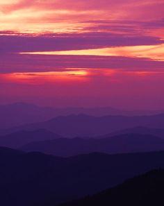 ✮ Sunrise in the Appalachian mountains I need to visit the Appalachians Good Morning World, Good Morning America, Sunrise Mountain, Beautiful Places, Beautiful Pictures, Sea To Shining Sea, Appalachian Mountains, Beautiful Sunrise, Vacation Spots