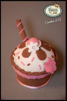 Cofrecito de goma eva con forma de cupcake, delicioso!! ;,)