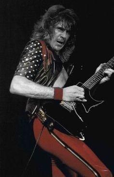 Glenn Tipton by milagros Heavy Rock, Heavy Metal, Led Zeppelin Concert, Rob Halford, Famous Musicians, Walter White, Judas Priest, Jack White, Music Photo