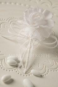 Μένη Ρογκότη - Μπομπονιέρα γάμου υφασμάτινο λουλούδι λευκό Icing, Place Cards, Place Card Holders