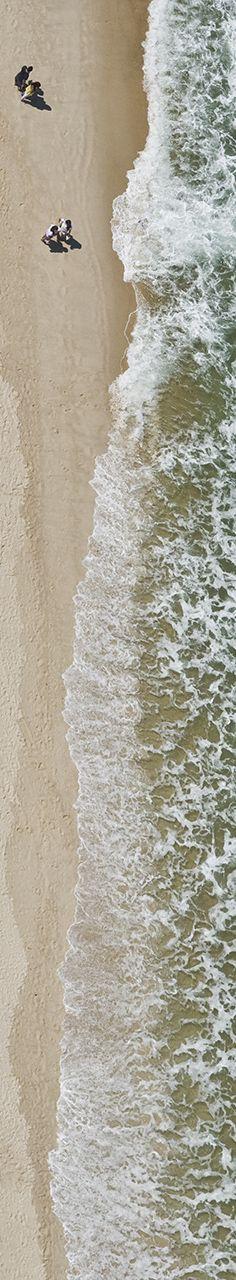 World Water Day - Dia Mundial da Água: Grupo de pessoas na praia, Copacabana, Rio de Janeiro, parte 3 de 4. Fotografias aéreas de praias e natureza.