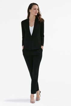 Featuring a collar lapel, button closure, and pockets, the Gibson bears a strong resemblance to the traditional work blazer, but is made from stretchy fabric that moves with your body.