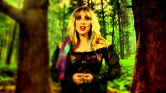 Blackmore's Night -  All Our Yesterdays ,,,,,,Biegnąć przez las, jakbym podróżowała w czasie, Patrząc wstecz widzę to wszystko tak jasno, Tańczyć dziko wśród drzew, to moje miejsce, Podążając za dzikim sercem, tęskniąc za wolnością.  Hej hej, hej hej, przetańczylibyśmy noc, Chciałabym, aby to zostało po wszystkich naszych dniach.  Hej hej, hej hej, przetańczylibyśmy noc, Chciałabym, aby to zostało po wszystkich naszych dniach.  Mogę zamknąć oczy i śnić o wszystkich szczęśliwych dniach