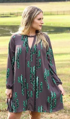 Cactus print is such a thing right now, you don't wanna miss out on this trend! Cactus' don't always have to be a summer trend, this green print paired with the charcoal is the most perfect fall look!